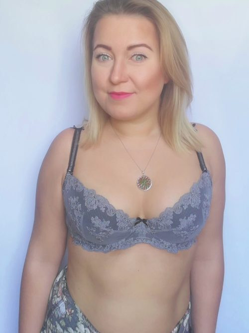 Idealny dla średnich i małych piersi, gwarantuje podkreślenie i powiększenie piersi - doskonały do głębszych dekoltów.